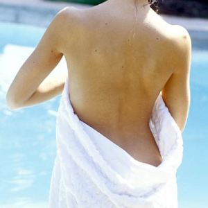 woman-naked-towel-400a082107